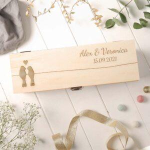 Cutie de vin personalizata nume data si pasarele